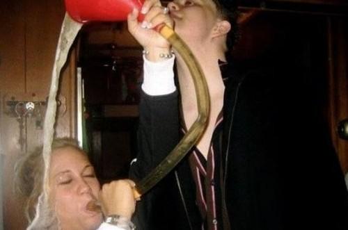 Girl get beer poured on her head